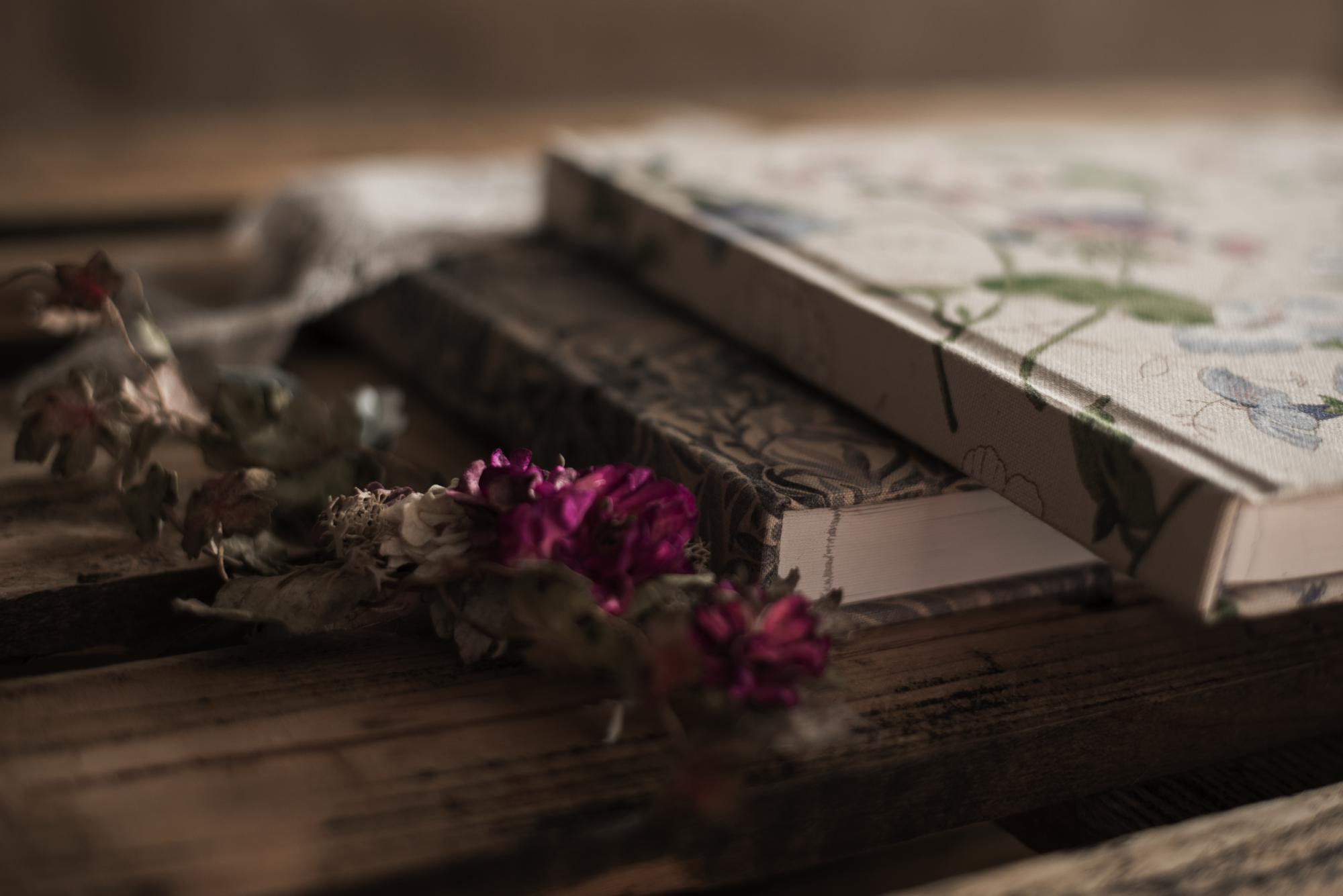 Portada libro de papel algodón tejido flores colores