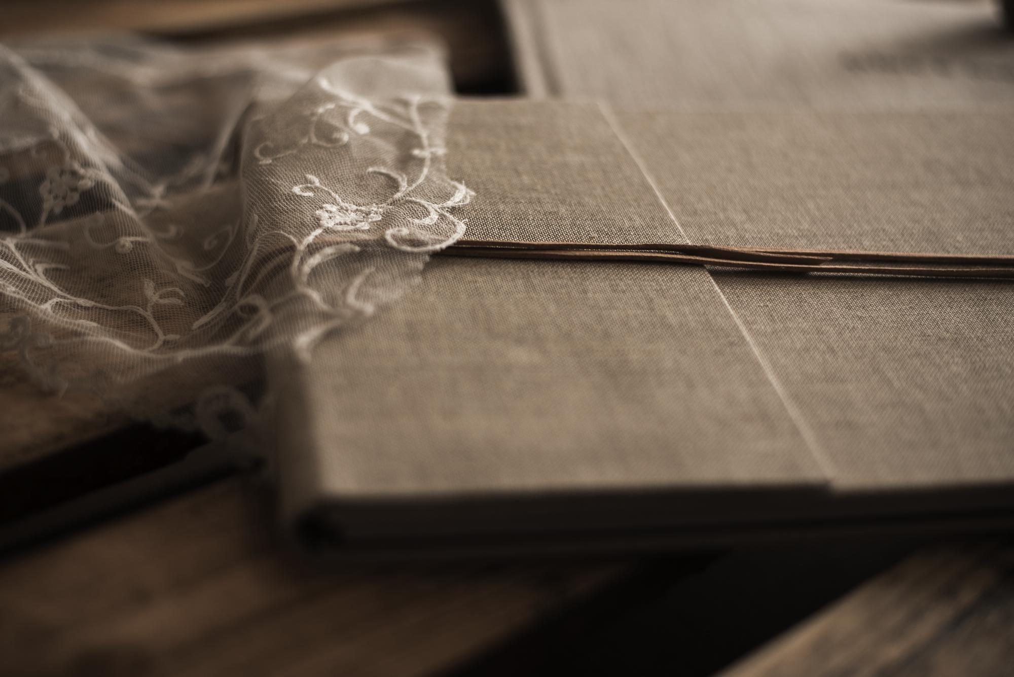 Solapa  lino avena con hilo de cuero